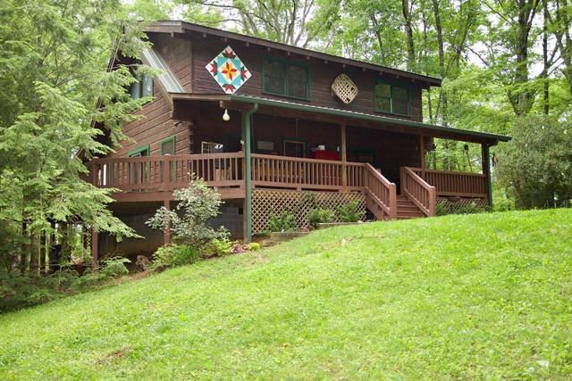 BEARS DEN 2 Bedroom Cabin Rental