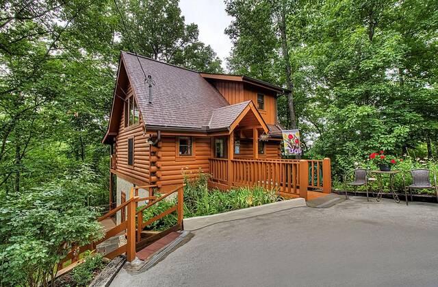 TEDDY BEAR HAVEN 1 Bedroom Cabin Rental