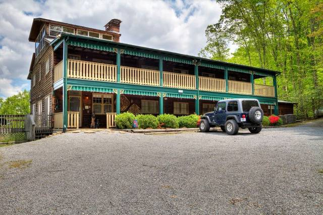 LITTLE GREENBRIER LODGE 10 Bedroom Cabin Rental