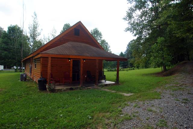 DANCING WITH THE BEARS 1 Bedroom Cabin Rental